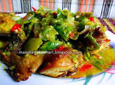 Resep Ayam Goreng Pedas Bumbu Sambal Ijo Padang