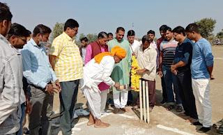 टेनिस बाल क्रिकेट टूर्नामेंट का शुभारंभ किया गया