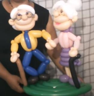 Oma und Opa als Ballonfiguren.