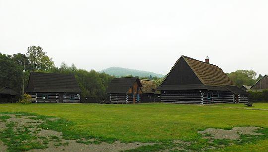 Skansen wsi łemkowskiej w Zyndranowej.