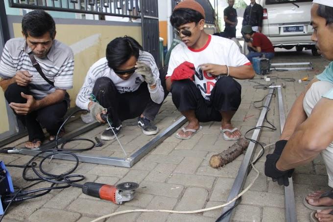 Dosen PNJ Berikan Pelatihan Pengelasan Santri Ponpes Manarul Huda
