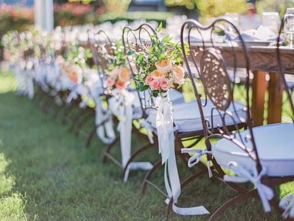 sillas de hierro forjado con detalles florales para boda blog decoracion chicanddeco