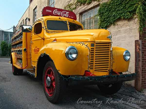 Automobile Brand S Of The Past Vintage Delivery Trucks