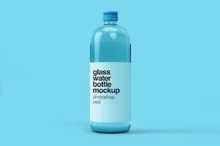unduh gratis mockup botol air kaca