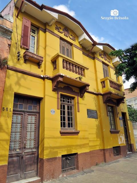 Vista ampla do antigo casarão que abriga o Centro da Memória do Bixiga - Bela Vista - São Paulo