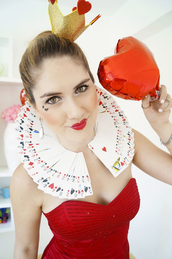 Homemade Queen of Hearts Halloween costume. Click through for tutorial