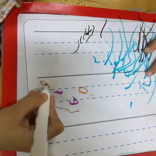 Akhirnya Dhia Batrisya Belajar Menulis Sendiri
