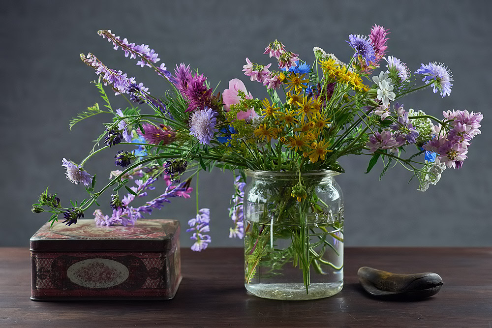un bouquet de fleurs sauvages. Black Bedroom Furniture Sets. Home Design Ideas