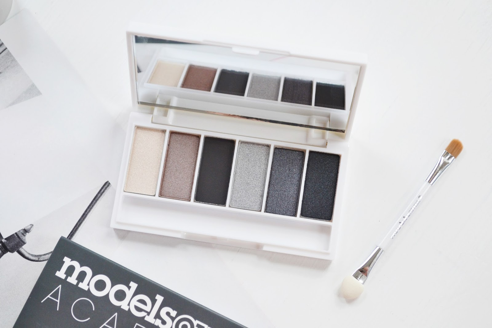 Affordable Smokey Eyeshadow Palette Kit