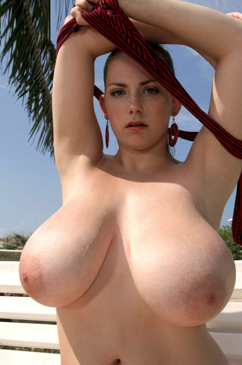 Mega natural boobs — photo 5