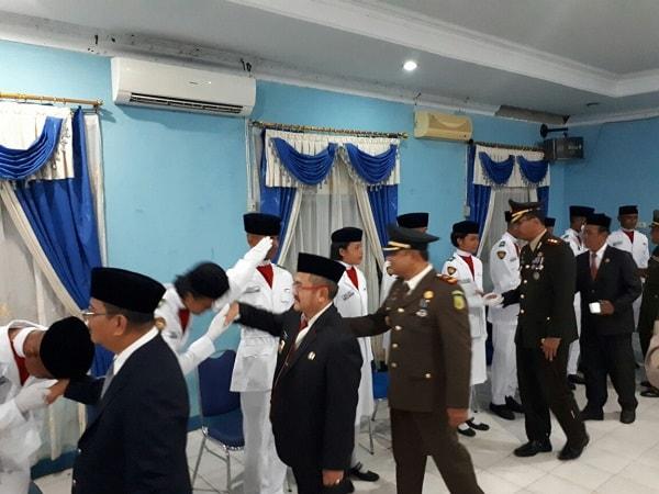 Siap Kibarkan Bendera, Bupati Sekadau Kukuhkan Paskibra 2017