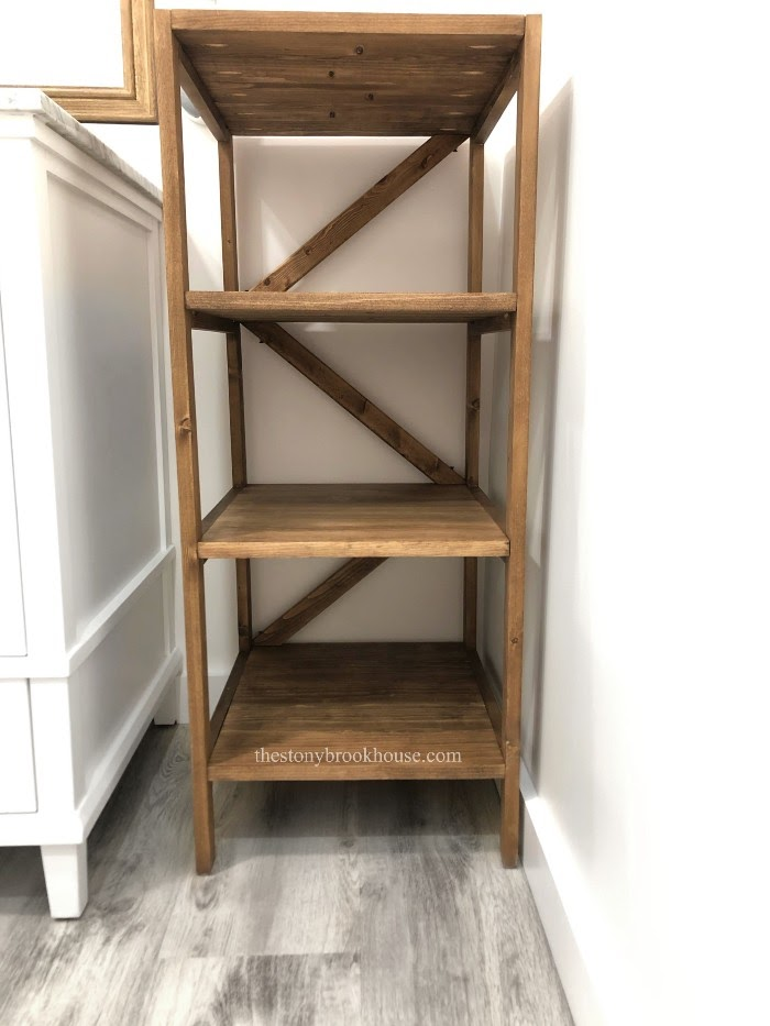 Shelf unit with braces in the back