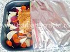 acoperim tava cu pulpa de porc inainte de a o da la cuptor - preparare reteta