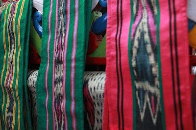 Kerajinan tangan kain tenun khas kalimantan timur