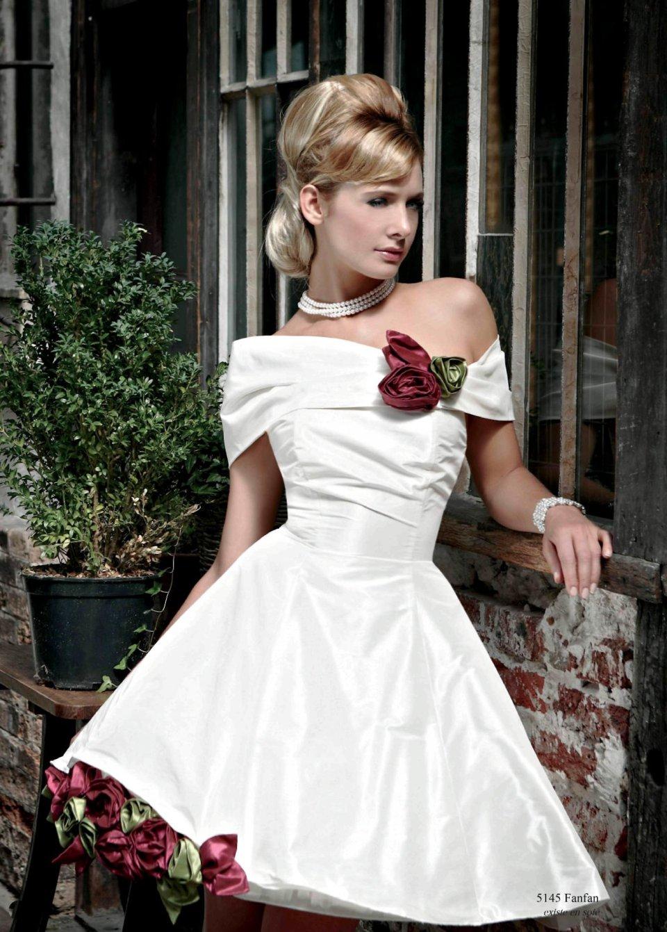 росла большой свадебные платья в стиле ретро фото образом расшитые рубашки