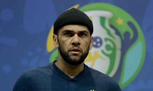 Segundo Footmercato, Flamengo quer dar uma chance a Daniel Alves