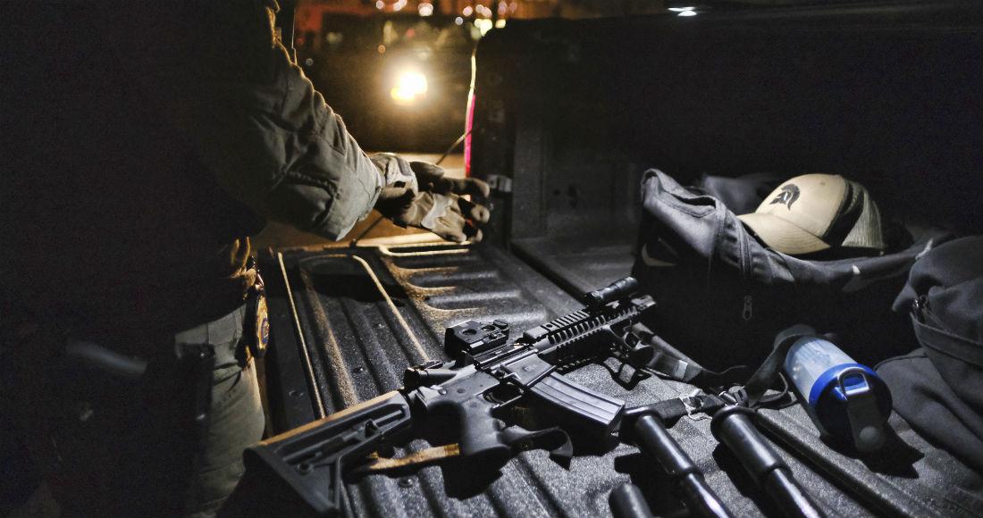"""""""¡Policía! ¡Orden de cateo!"""", grito un agente, Federales le caen de madrugada al CJNG en varias ciudades de EU: arrestan a más de 700 sicarios"""