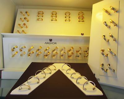 0b7d551b86af Alianzas ARGYOR. A partir de hoy expositor con 60 muestras fabricadas en  latón. Idénticas a las originales de. Oro de 18K. Oro blanco