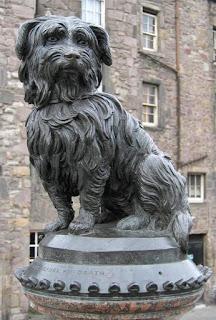 estatua de cães