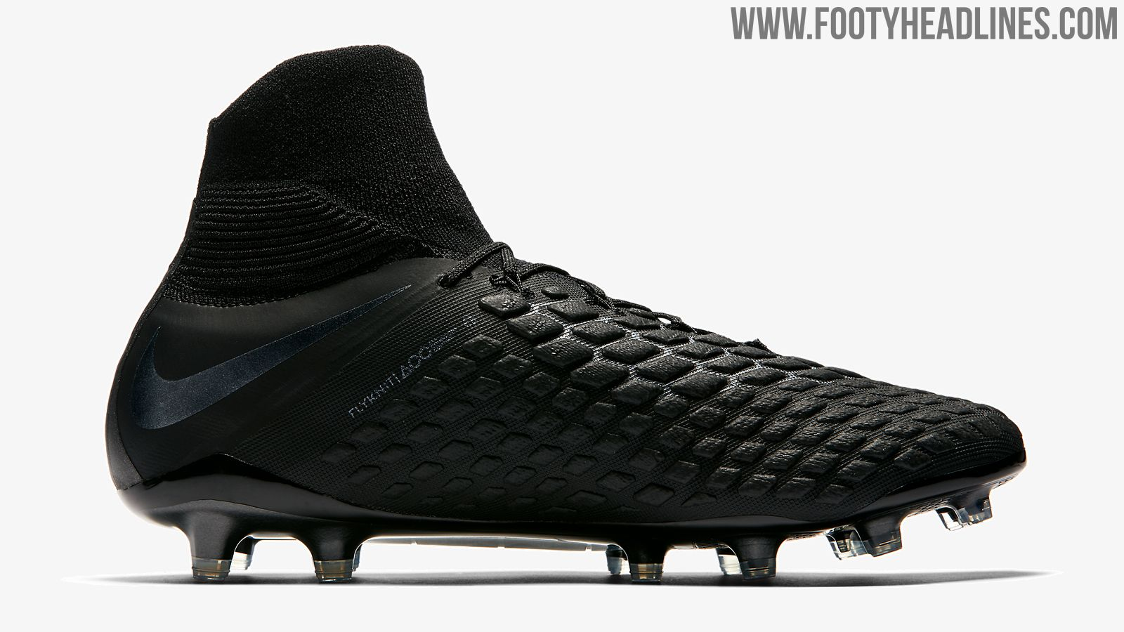 wholesale dealer e0aeb 9ff53 If we look at the tech of the totally black Nike Hypervenom football boots,  the cleats are the same as all previous paint job of the agility silo that  was ...