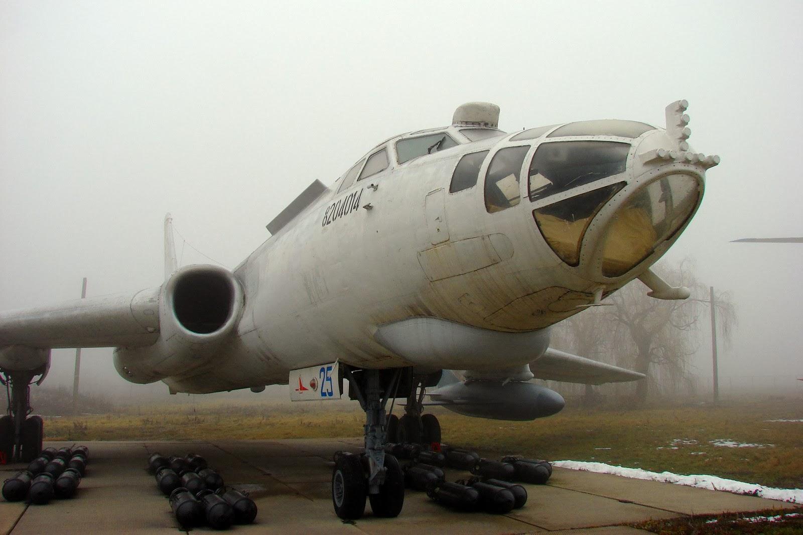 Дальний бомбардировщик-ракетоносец Ту-16