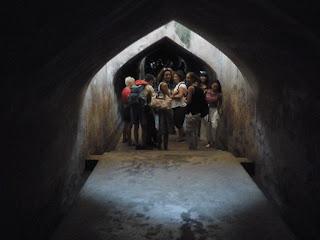 Terowongan bawah turis