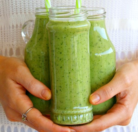 5 Minute Spinach Apple Green Smoothie #drinks #healthy