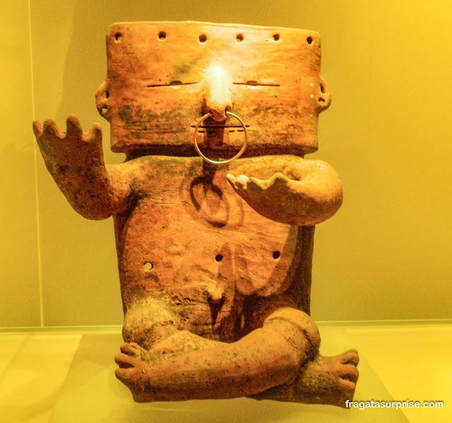 Escultura em cerâmica da cultura Quimbayá, Museu do Ouro de Bogotá