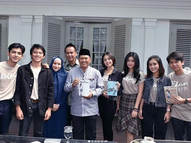 Dilan dan Milea Silaturahmi ke Mang Oded di Pendopo