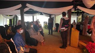Pastikan Protokol Kesehatan Di Patuhi, Bhabinkamtibmas Kontrol Pesta Pernikahan Di Desa Binaannya
