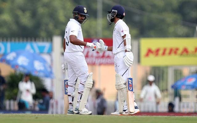 भारत ने दक्षिण अफ्रीका के खिलाफ तीसरे और अंतिम टेस्ट मैच में रोहित शर्मा के पहले दोहरे शतक और उपकप्तान रहाणे के  शतक के दम पर पहली पारी को 9 विकेट पर 497 रन पर घोषित कर दिया
