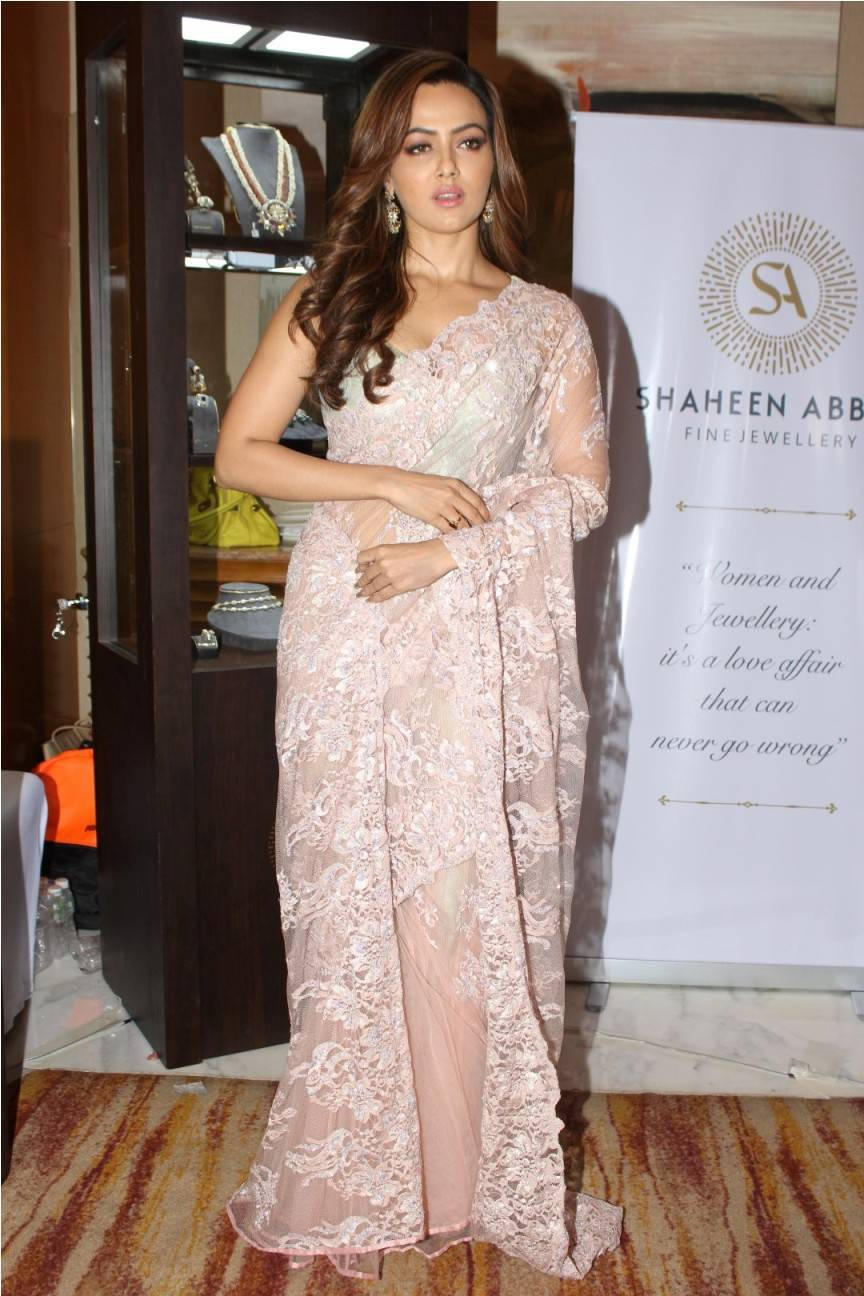 Sana Khan At Fashion Show In Pink Saree