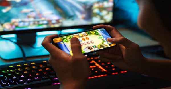 News, Kerala, State, Kozhikode, Study, Online, Education, Finance, Business, Technology, Children, Mother, Complaint, Bank, Children withdrew Rs 1 lakh from mother's bank account to play  online game