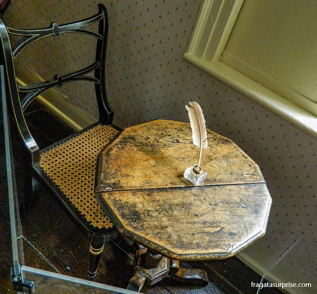 Mesa que Jane Austen usava para escrever