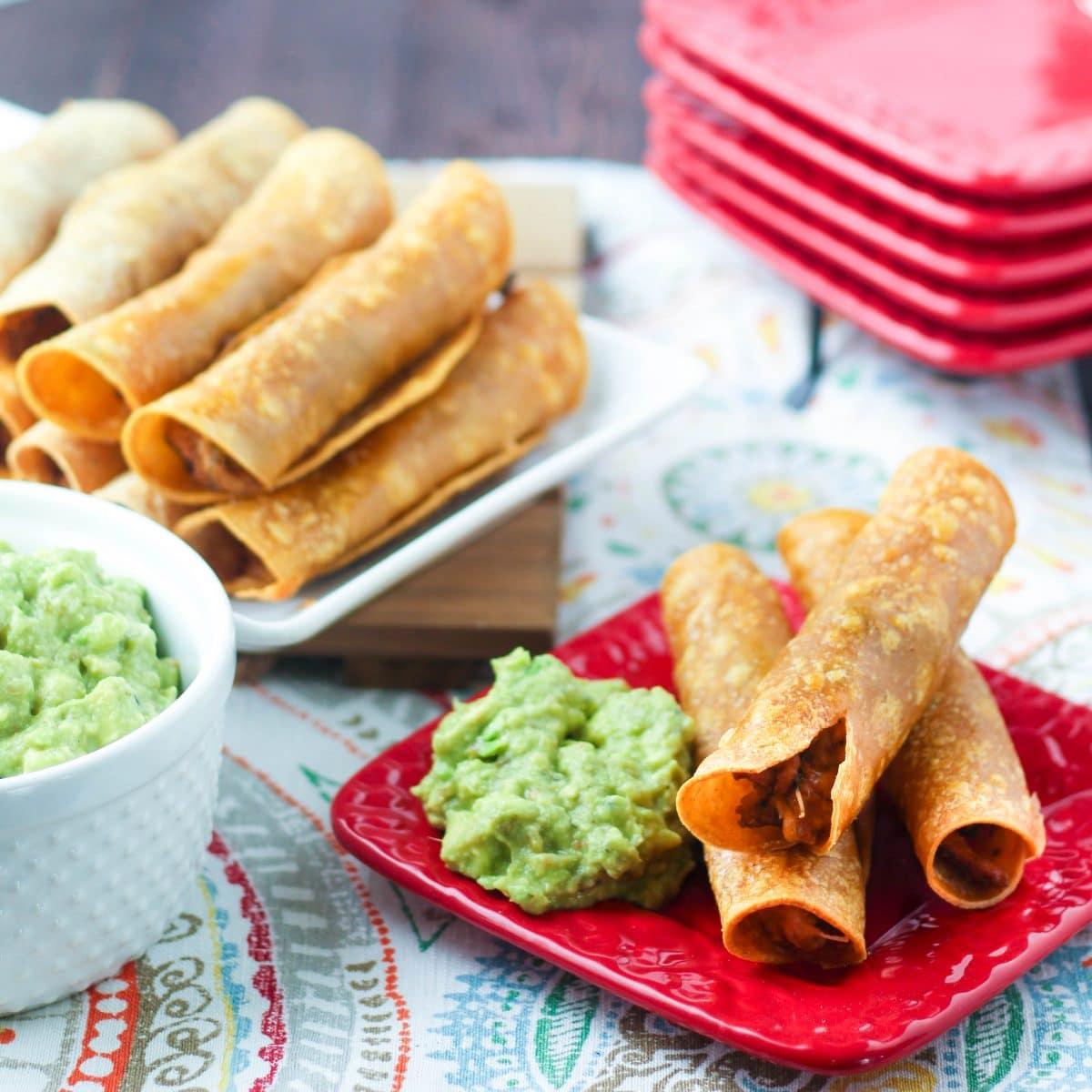 OVEN FRIED CHICKEN TAQUITOS  #chicken #friedchicken #chickenrecipes #taquitos #lunchideas #lunchrecipes