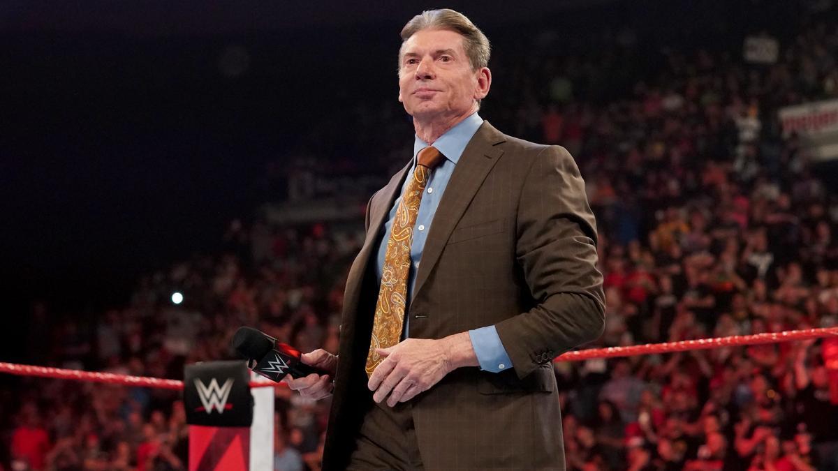 Bollywood Boyz relatam as diferenças entre Triple H e Vince McMahon