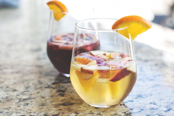 White & Red Sangria in glasses | The Busy Abuelita