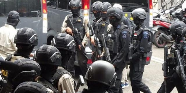 Densus 88 Tangkap Bapak Dan Anak Terduga Teroris Di Bali