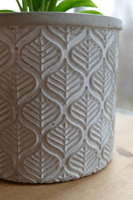 Meraki Boutique review, Meraki Boutique etsy, concrete bookends etsy, concrete planter pot etsy, best pots for your home, best concrete plant pots, best ways to decorate your studio flat, Cute Ways To Decorate Your Studio