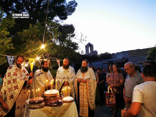 Γιορτάζει στην ιστορική Ακροναυπλία το εκκλησάκι των Αγίων Αναργύρων