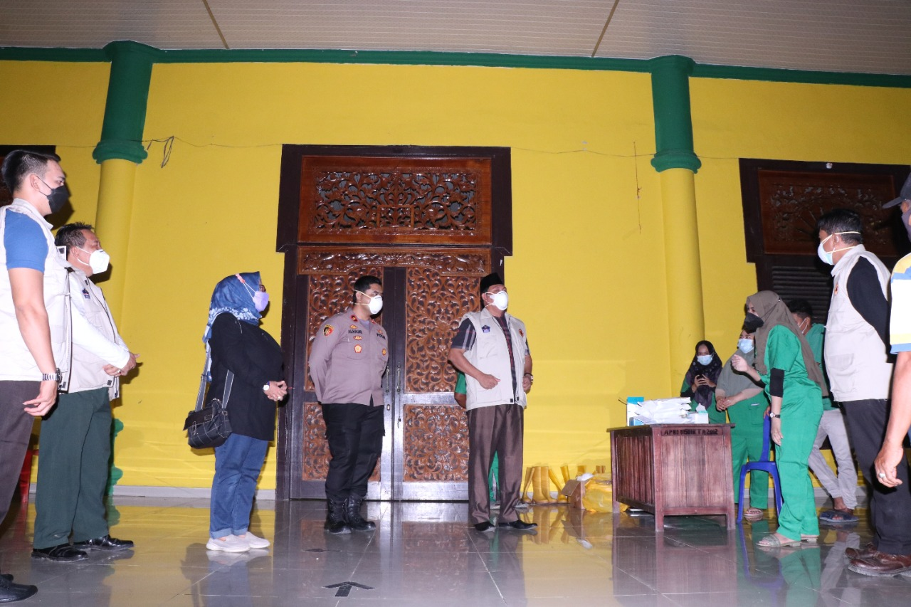Wabup Tanjab Barat Tinjau Fasilitas Penanganan Pasien Isolasi Covid-19 Di Balai Adat