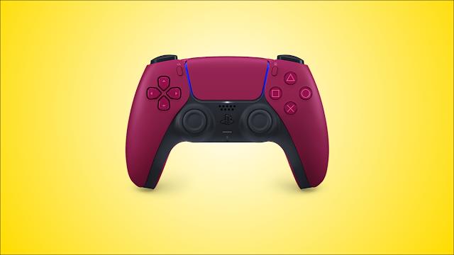 متغير اللون الأحمر لوحدة التحكم DualSense PS5 ، على خلفية صفراء.