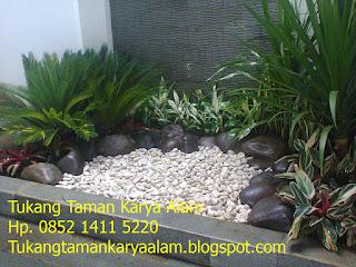 http://tukangtamankaryaalam.blogspot.com/2015/07/pembuatan-taman-indah-mungil-dan-cantik.html