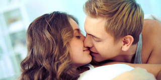4 Cara Berciuman yang disukai para Pria
