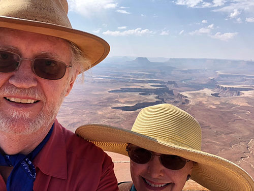 Resident Astronomers pose for selfie at Canyonlands National Park (Source: Palmia Observatory)