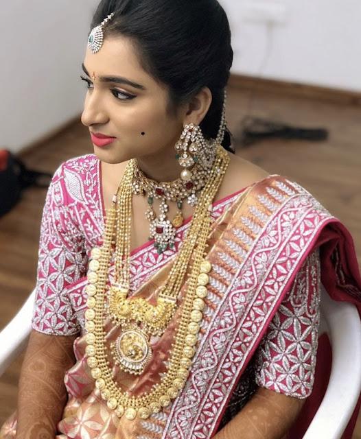 Bride in Kasu Mala Uncut Choker