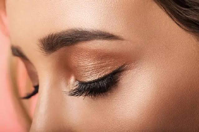 Blending Eyeshadow