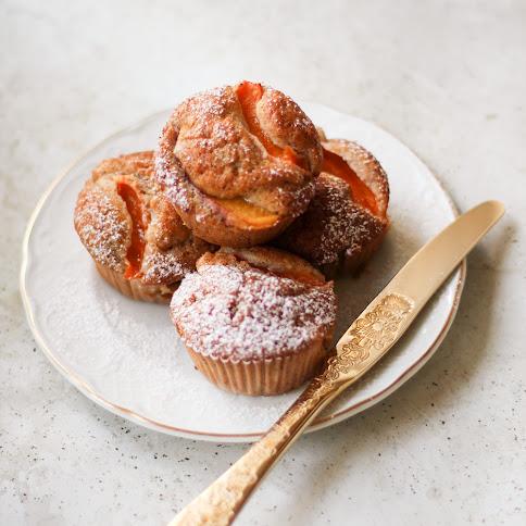 Bezglutenowe muffiny z morelami i białą czekoladą