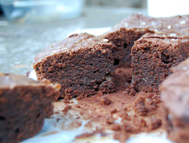 Brownie De Chocolate Con Caramelo Salado.