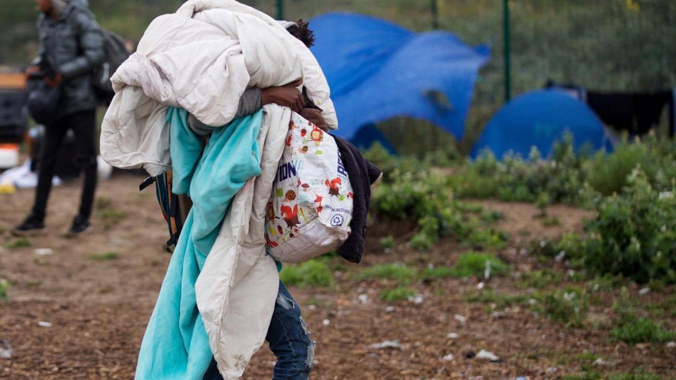 Calais (62) : opération policière dans un camp de migrants au Virval